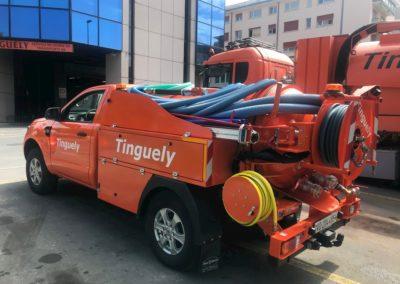 Camion curage et pompage suisse devant le parking de l'entreprise Tinguely